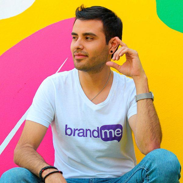 Camiseta-para-Hombre-Cuello-V-en-Blanco-BrandMe